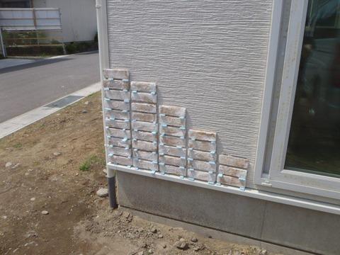 外壁コーナー施工中